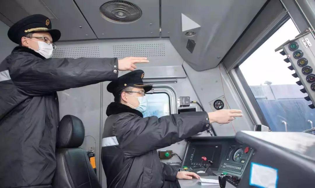 """铁搭档,并肩向前冲丨战""""疫""""中的铁路人"""